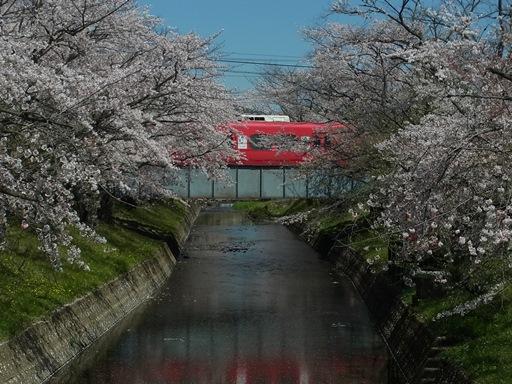 高田橋駅の南側から名鉄電車を撮影