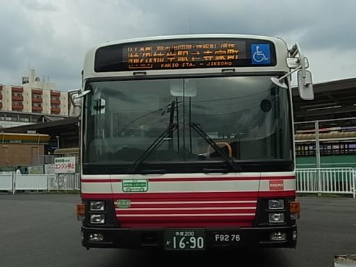 柿生駅バス停にて01