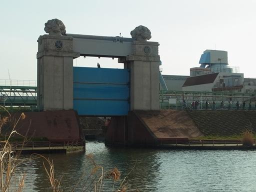 川崎河港水門