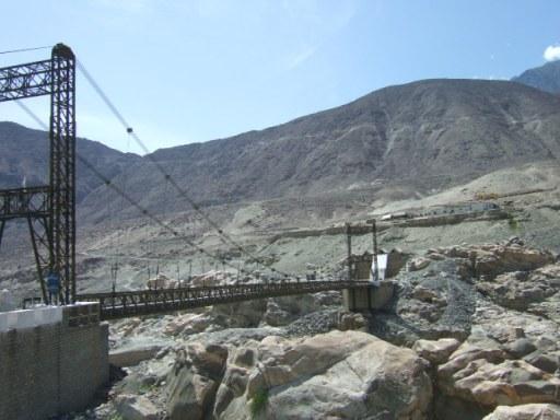 ギルギット川を跨ぐ吊り橋01