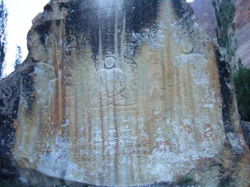 サトパラの石仏