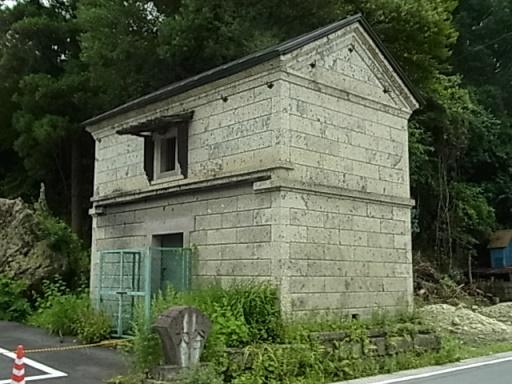大谷石の建物01