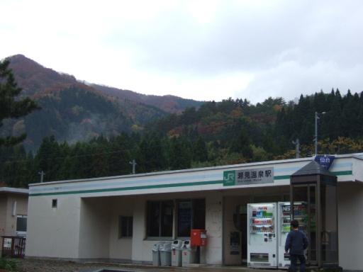 瀬見温泉駅01
